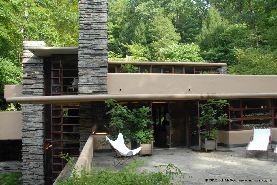Lloyd Wright S Fallingwater Mill Run Pa Great Room Dining Area