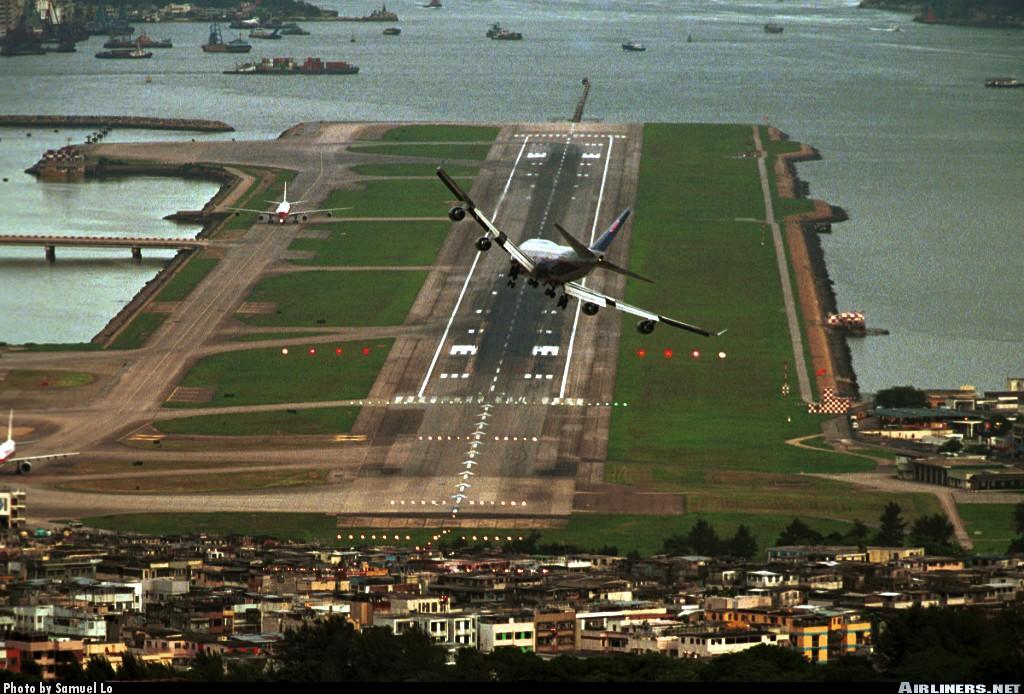 UA744-HKG-02.jpg
